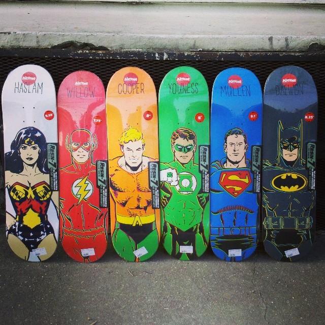 Collab Almost Skateboard avec DC Comics chez HawaiiSurf