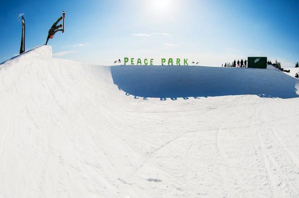 Danny Davis à Peace Park pour Burton Snowboard